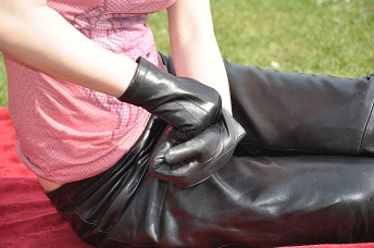 Girl-leather-gloves-leather-pants