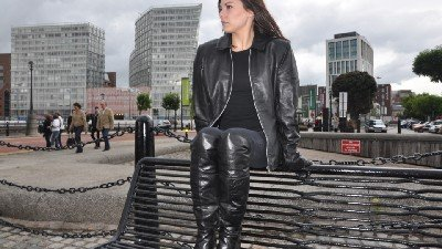 girls-in-leather-gloves-and-jacket
