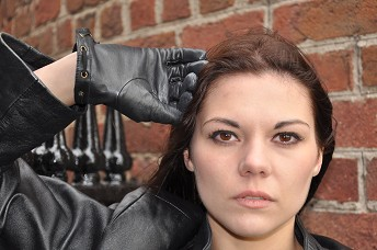 hannah-leather-gloves-and-leather-jacket